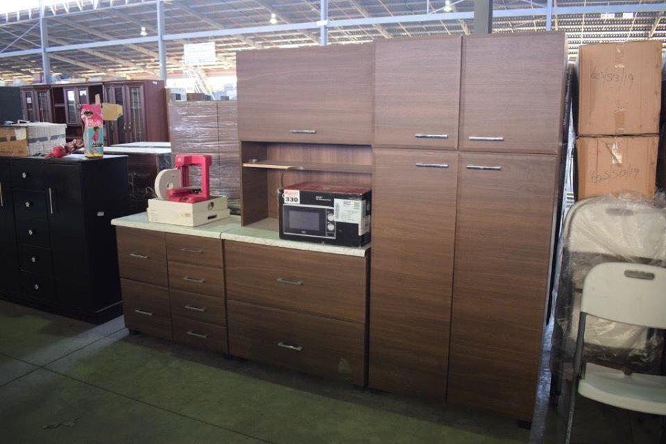 Dark wooden kitchen unit