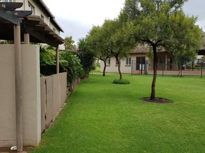 Apartment For Sale in Greenstone Crest