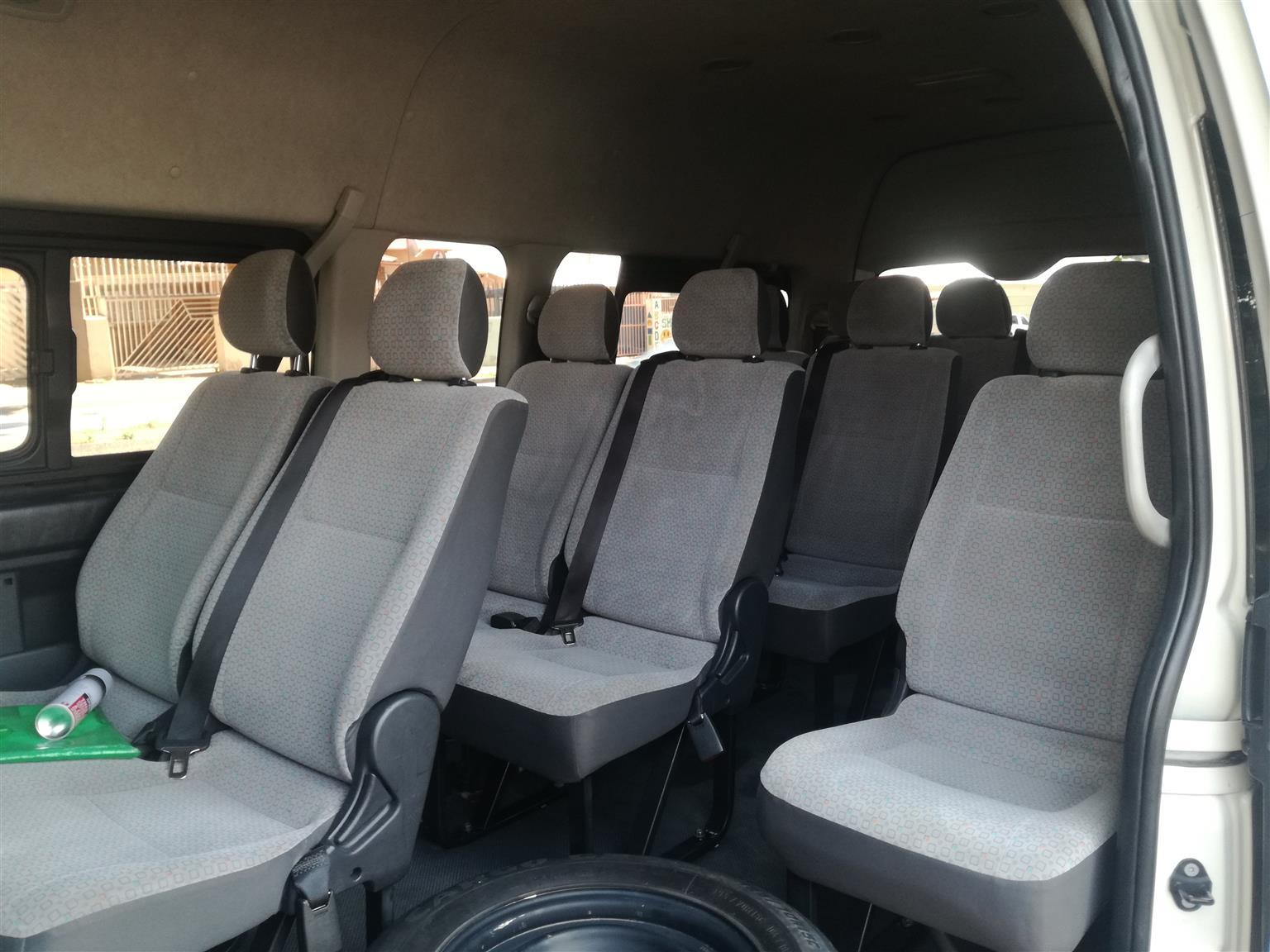 2016 Toyota Quantum 2.5D 4D GL 14 seater bus