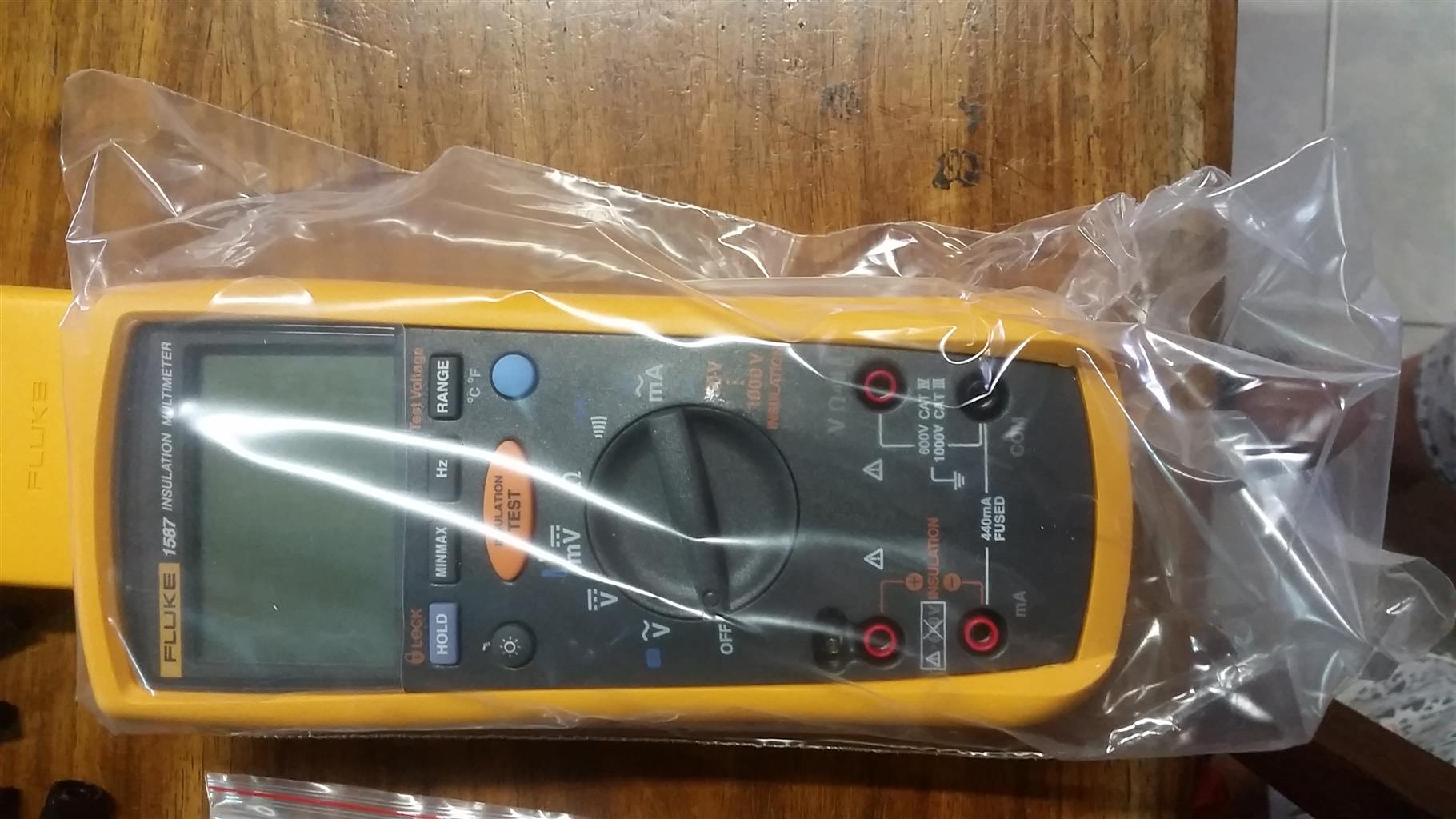 Fluke 1587 MDTCAL MDT Advanced Insulation Motor and Drive Troubleshooting  Multimeter Kit with a NIST