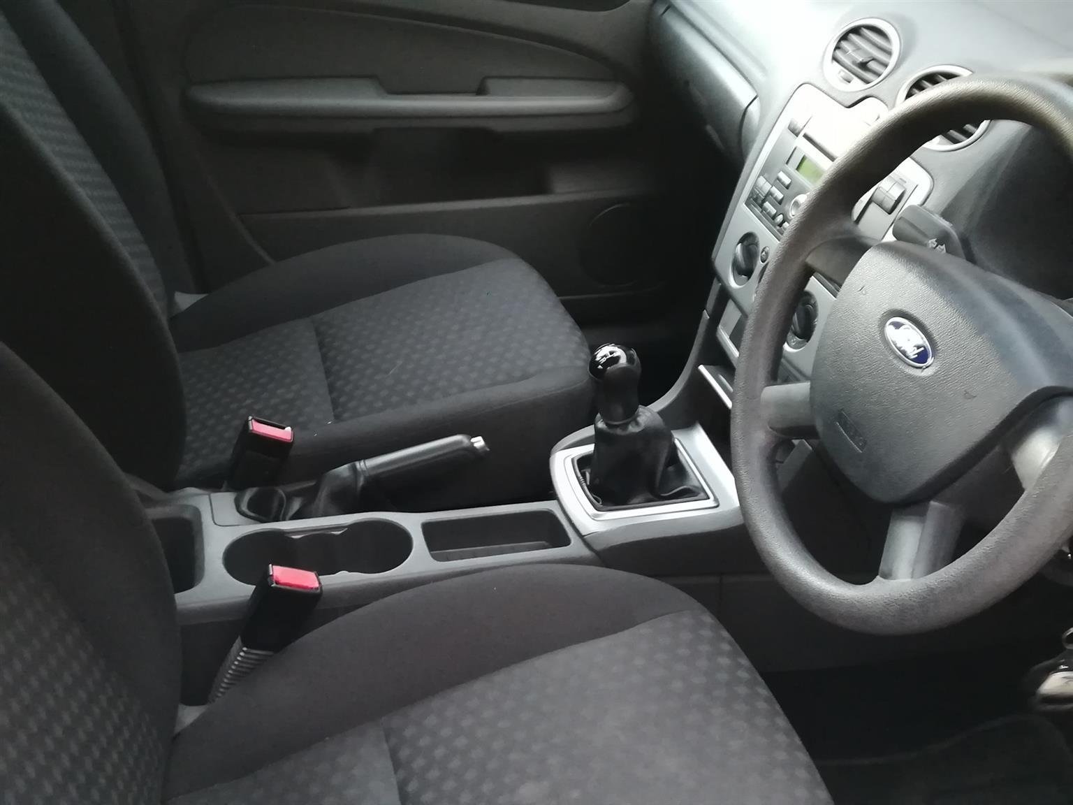 Ford Focus 1.6 4 door Ambiente