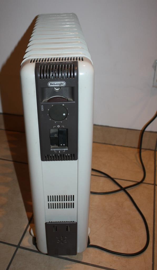 Delonghi - 12 Fin Oil Heater