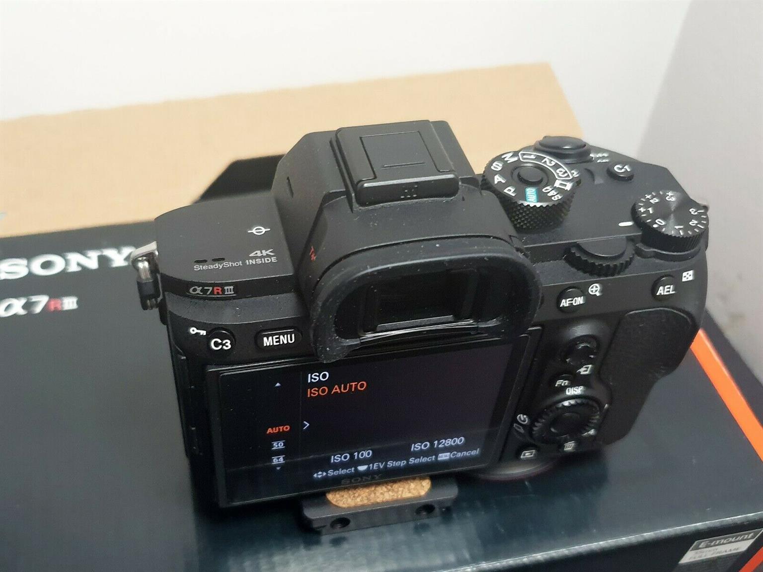 Sony Alpha A7 Riii body only Kit