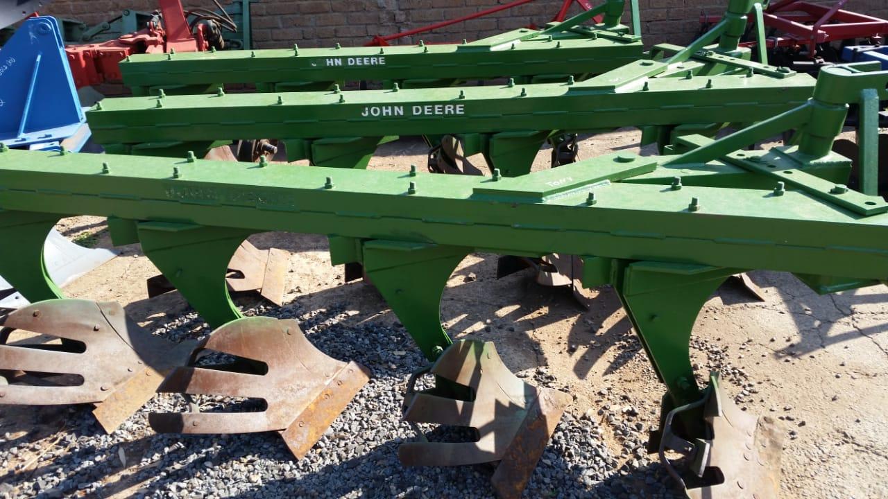 John Deere 4 Furrow Beam Plough / Balk Ploeg Pre-Owned Implement