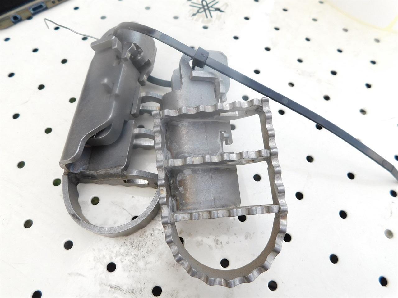 AA101.24 Universal footpeg set