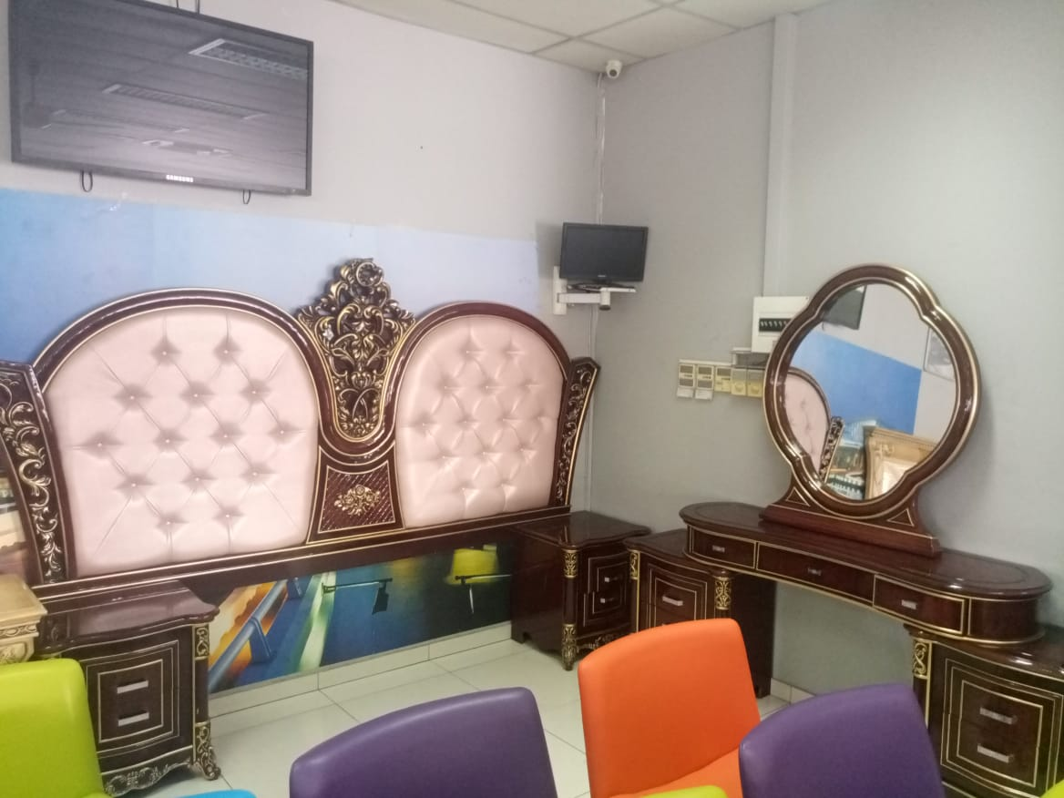 Bedroom furniture on auction