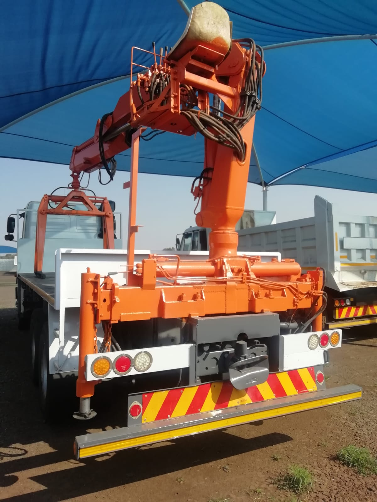 Used 2008 Mercedes Benz 3335 Axor Brick Crane Truck for sale