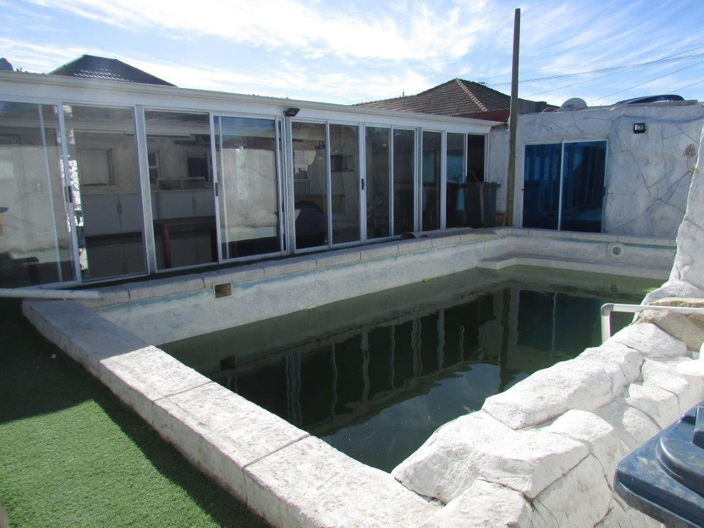 PAROW VALLEY: VERY MODERN SPACIOUS 3BED / 2BATH / 3LARGE LIVING ROOMS and FLAT,8CAR GARAGING,POOL,