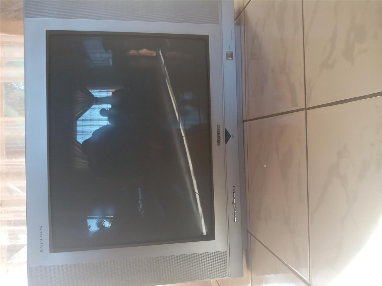FOR SALE: TV FOR STRIPPING