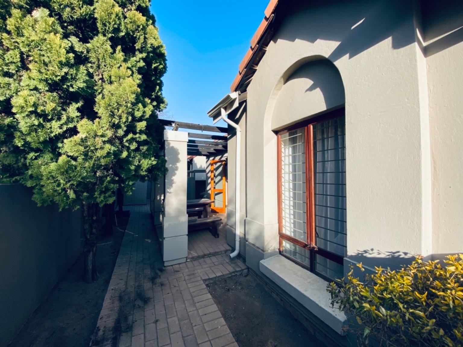 Townhouse For Sale in Maroeladal