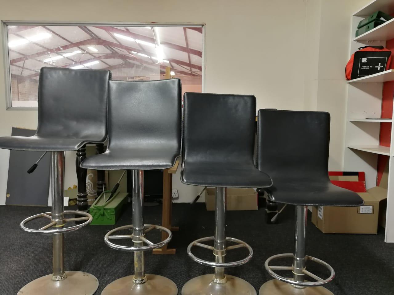 4 rotating adjustable bar stools