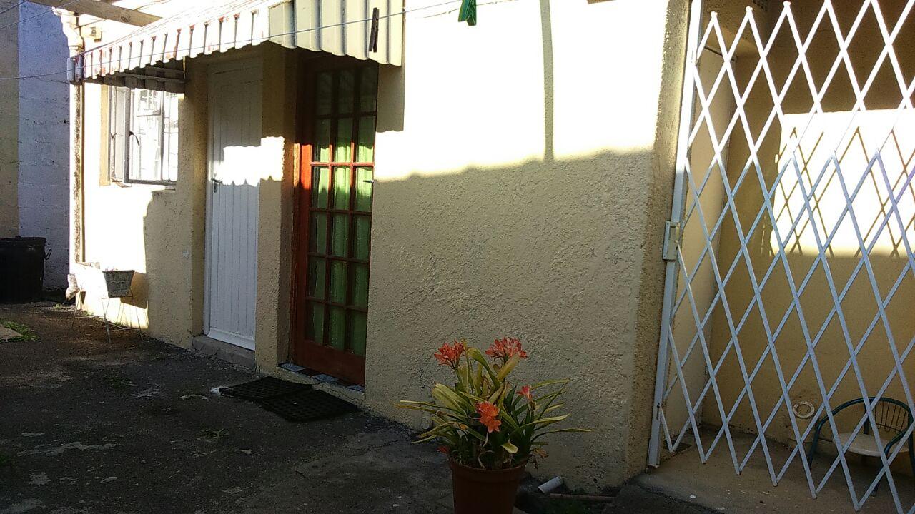 Lansdowne: 1 Bedroom Separate Entrance