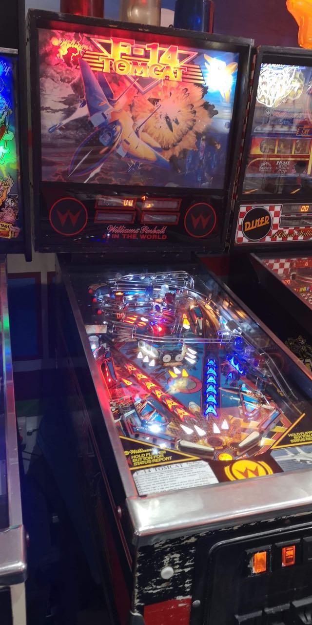 Pinball Machines : We buy for cash
