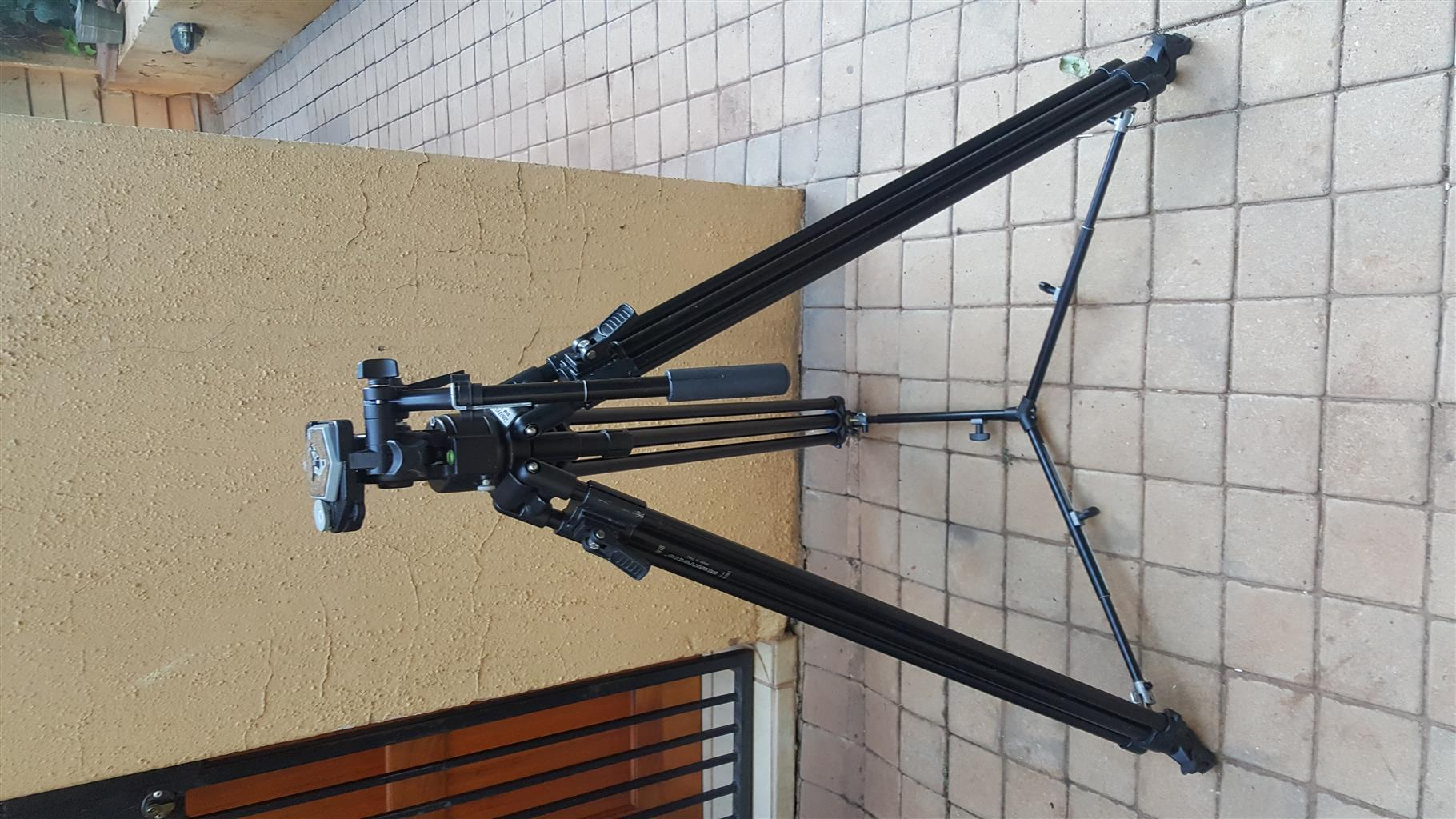 Manfrotto 351MVB professional tripod in hard carry case