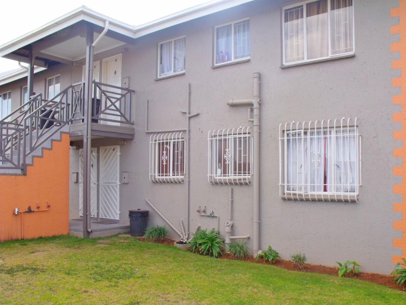 Townhouse Rental Monthly in GLEN MARAIS