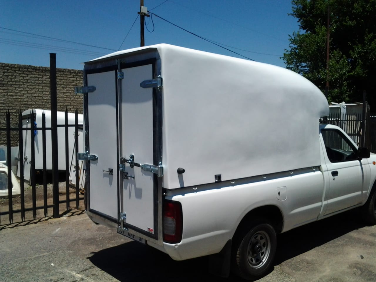 NISSAN NP300 HARDBODY COURIER NOSE CONE S/SAVER CANOPY FOR SALE!!!