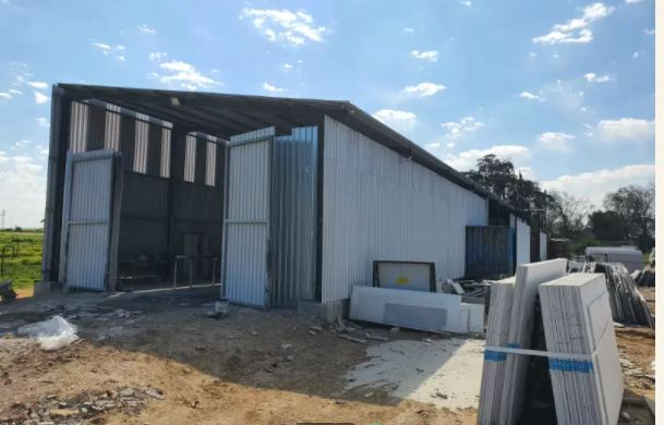 Steel structure for sale R285 000 neg
