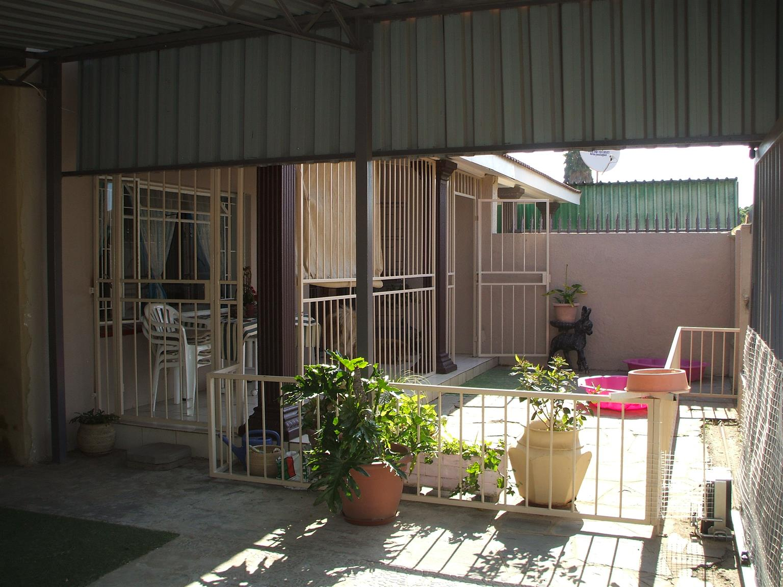 BOKSBURG HUGE, NEAT, MODERNIZED 2 BEDROOM HOUSE WITH ADDITIONAL EXTRAS