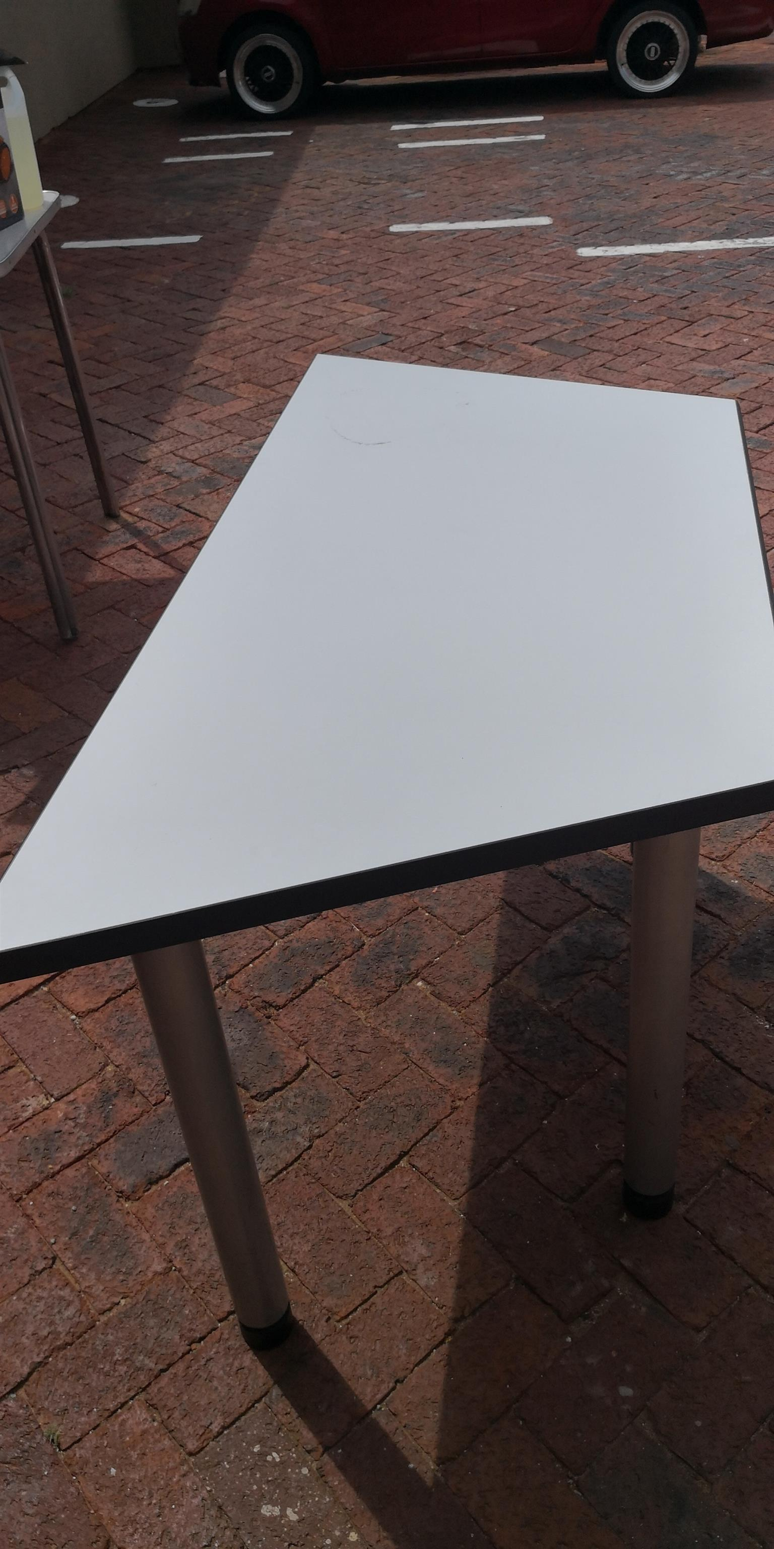 Office desk 5 pieces available