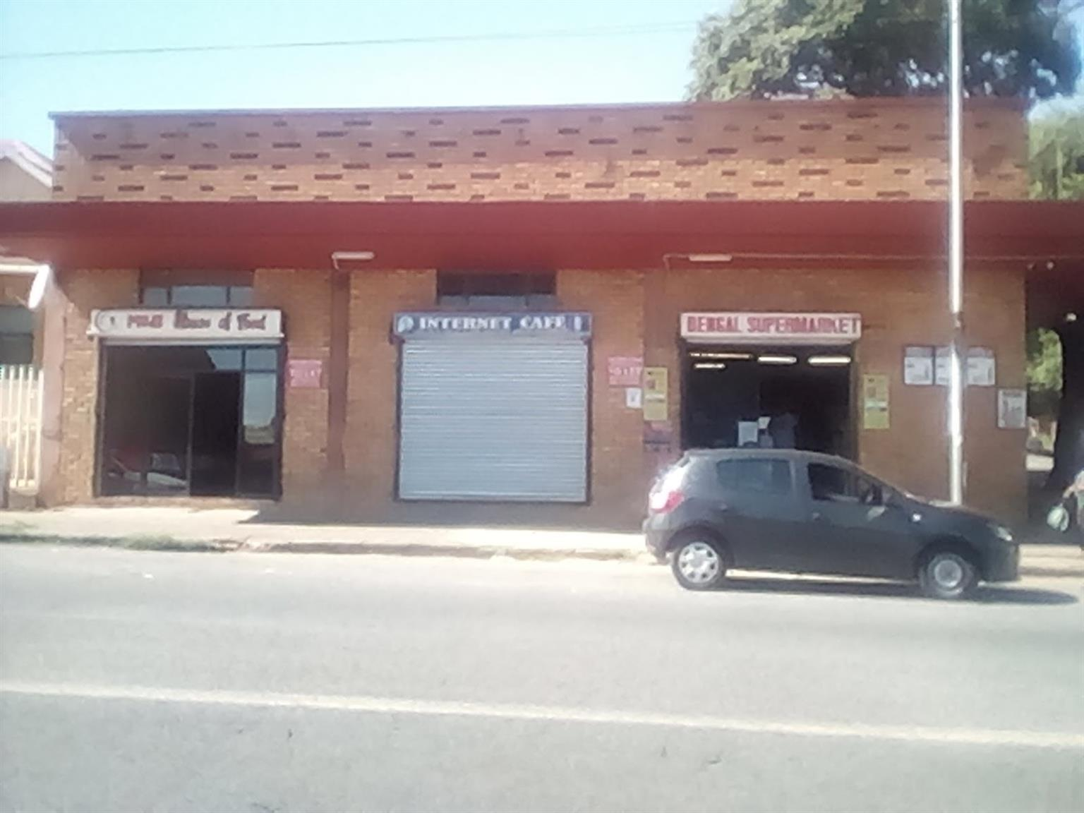 Krugersdorp. Luipaardsvlei. Shop to let on main road. Only R 6000 pm