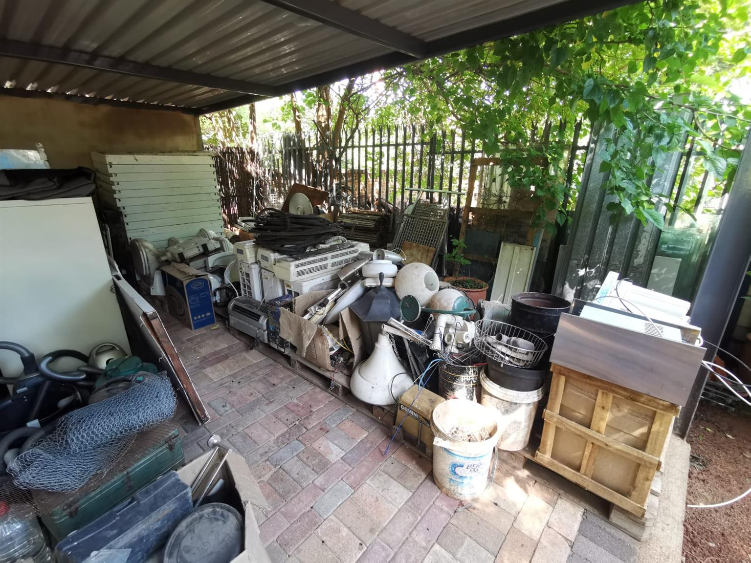 Various secondhand building materials - Baths, toilets, windows, doors etc