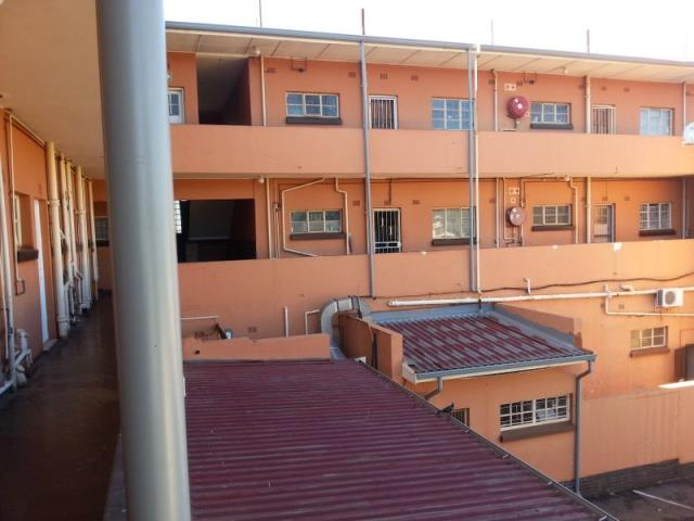 Villeria Gebou ,Ben swart , a complex with only one block of flats with two floors .