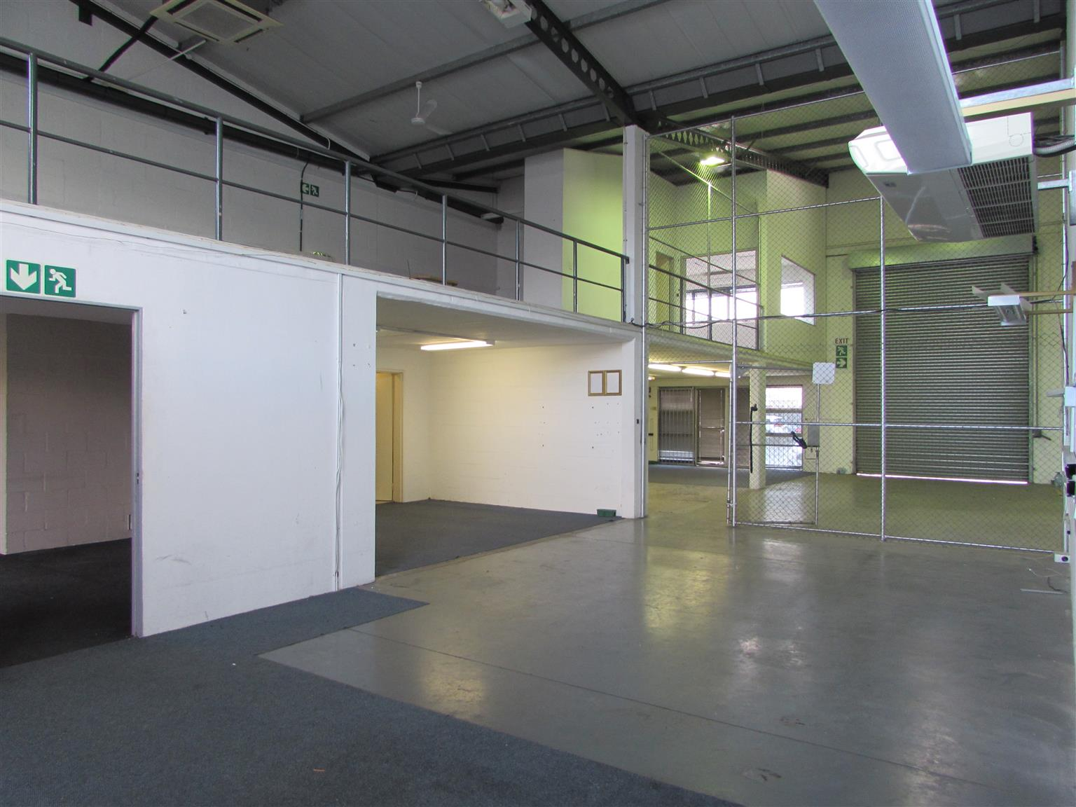 MONTAGUE GARDENS: 296m2 Warehouse To Let