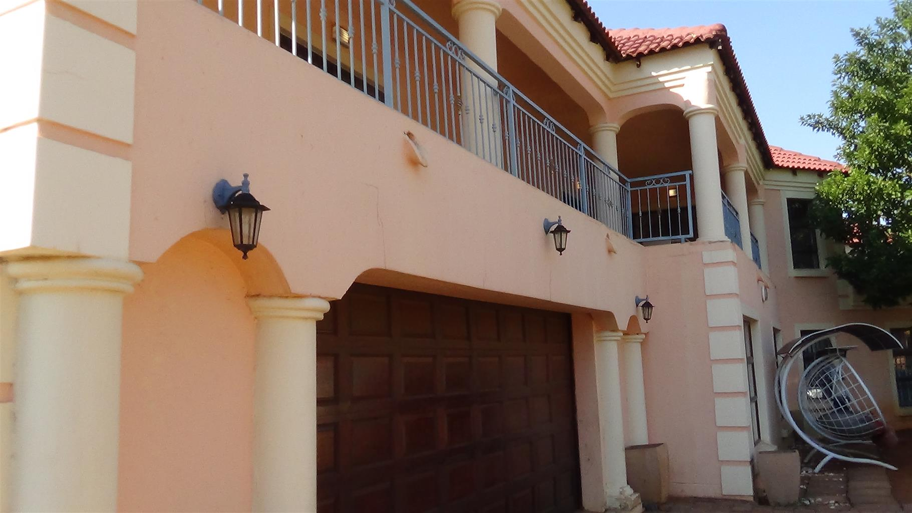Beautiful 6 bedroom home in Chantelle – R 2 120 000