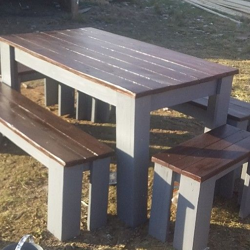 LOOSE BENCHES AND TABLES
