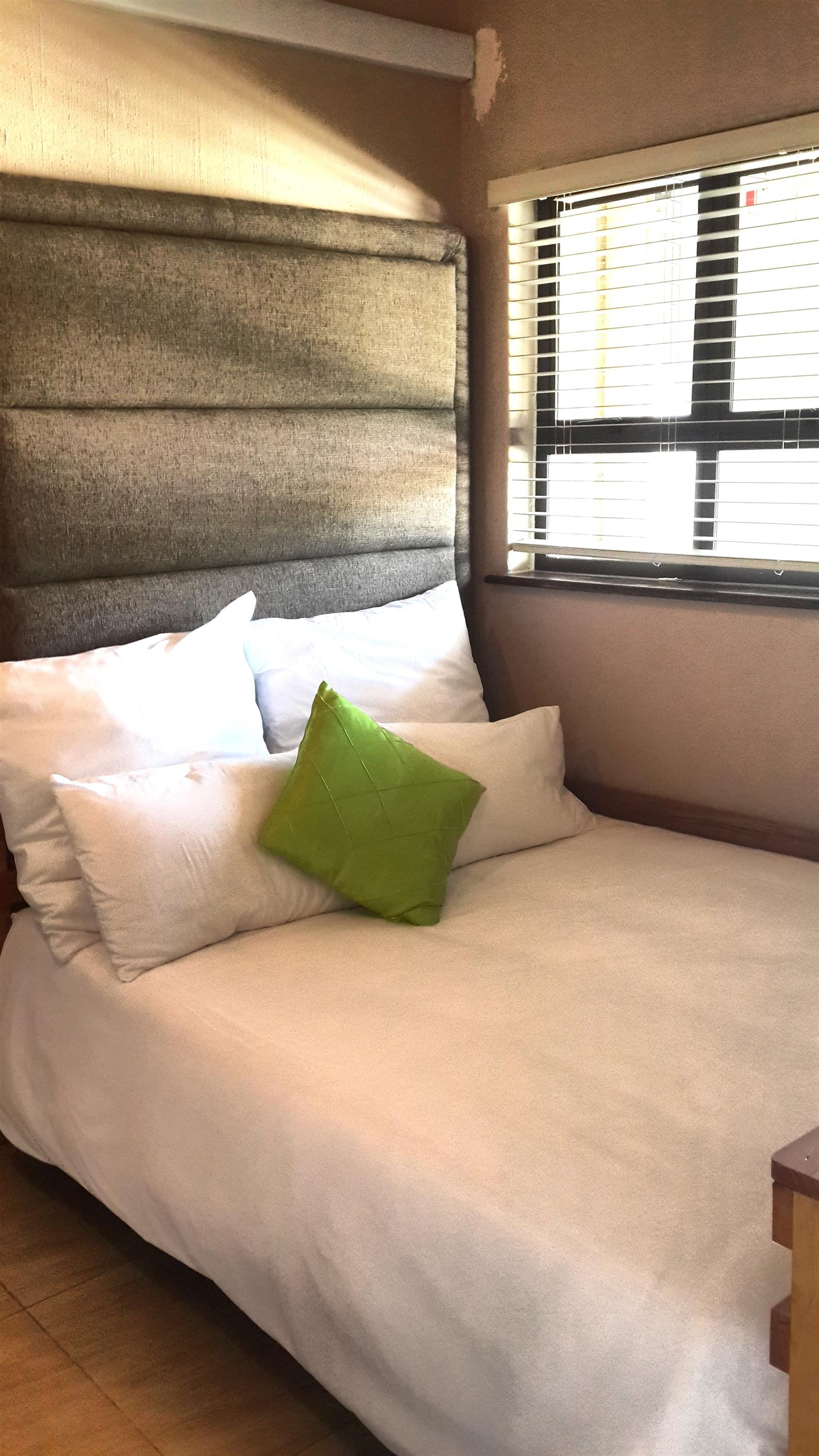 2 BED - SELF-CATERING WINKELSPRUIT AMANZIMTOTI, 24 HR SEC, GROUND FLOOR, ON THE BEACH