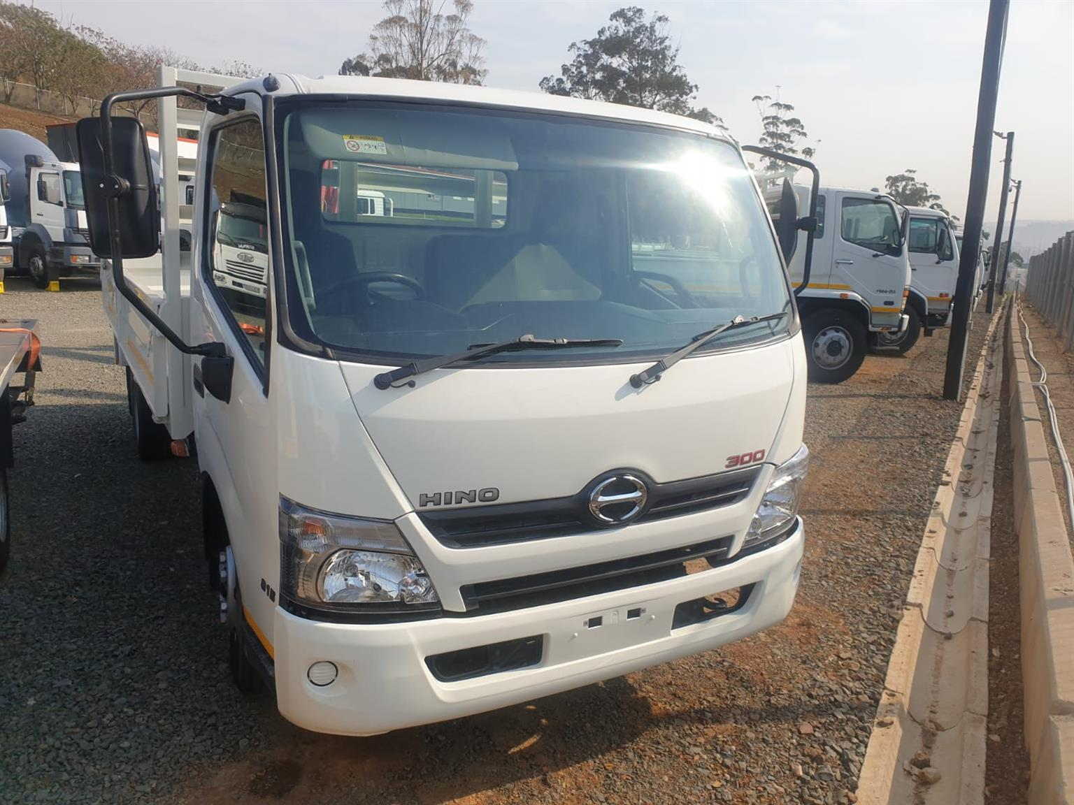 2017 Hino 300 815 A/T drop side