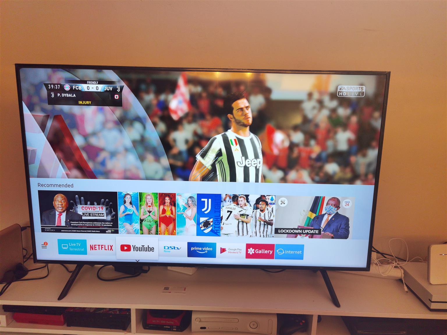 Samsung 55 inch uhd smart tv brand new in the box