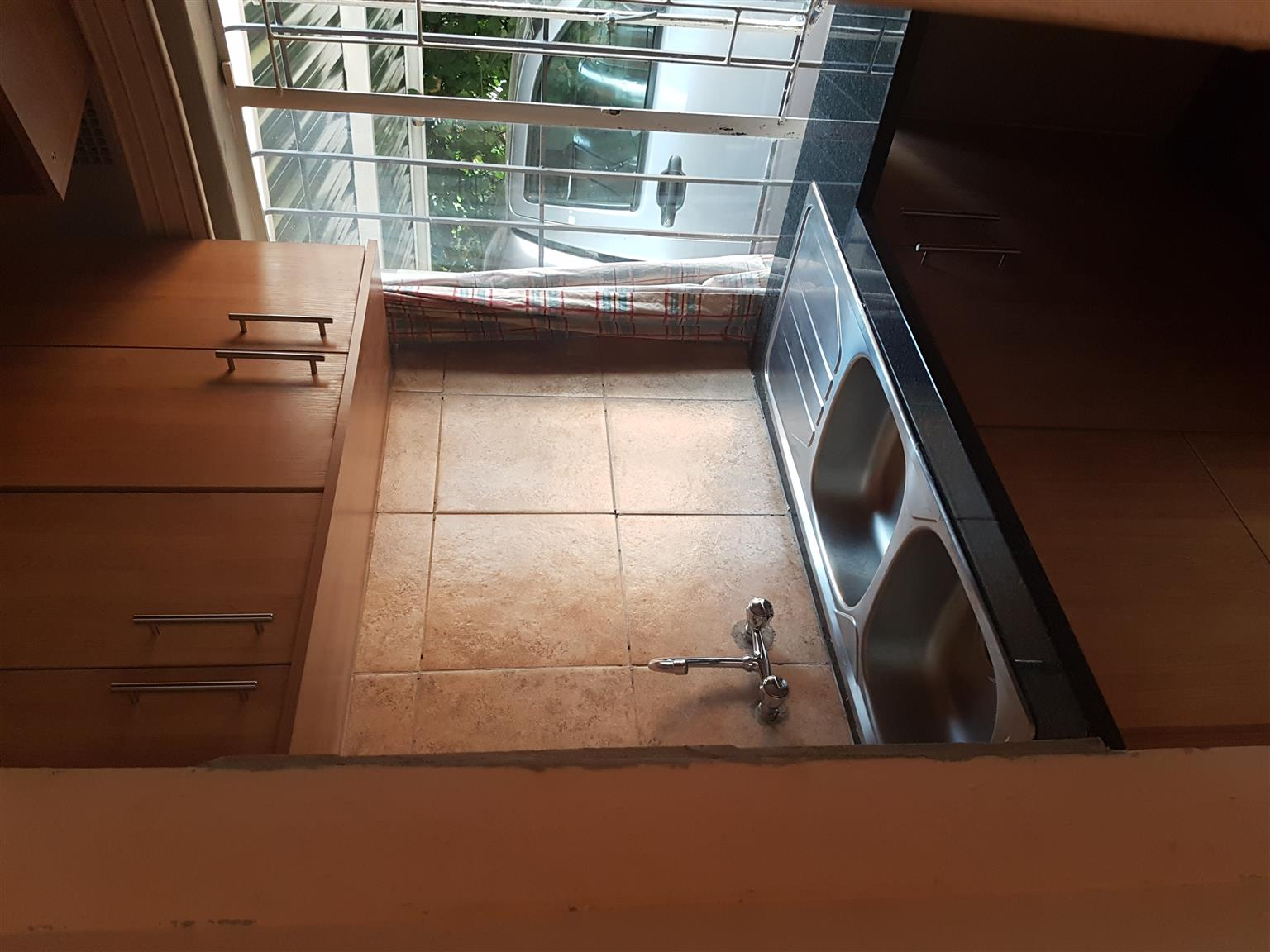 Rondavel to rent in Waverley, Pretoria, for 1 FEMALE student/worker