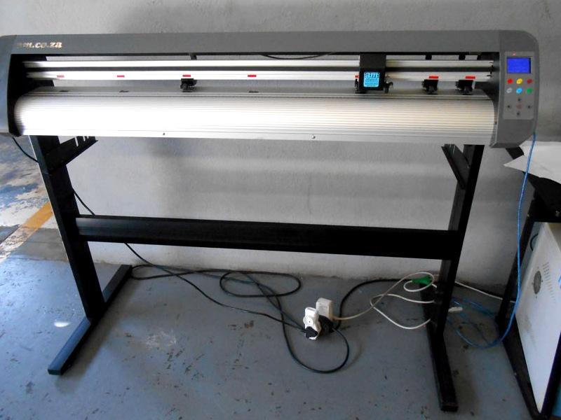 R265/m V3-1367 AM Equipments Rental: V-Smart Plus Automatic Contour Cutting Vinyl Cutter