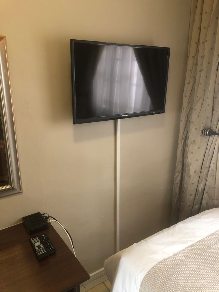 Small fully furnished studio