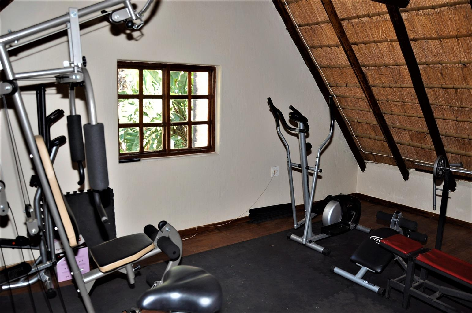 To Let: 5 Bedroom House in Waterkloof Ridge.