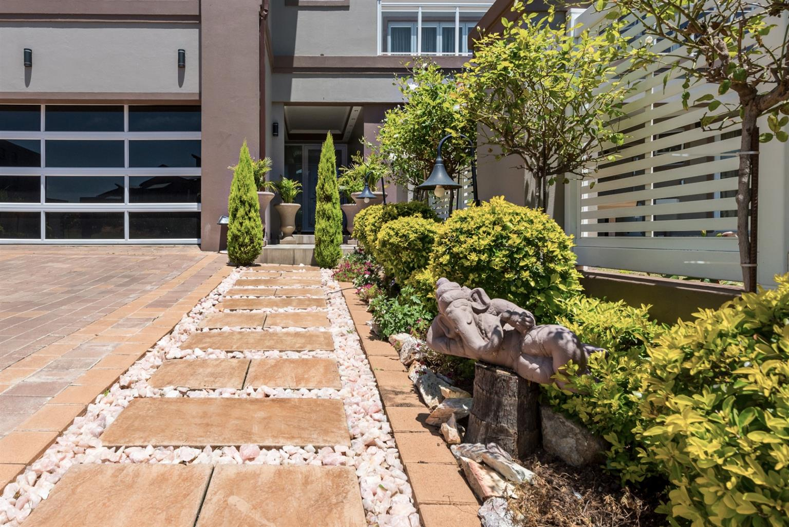 House For Sale in Greenstone Hill