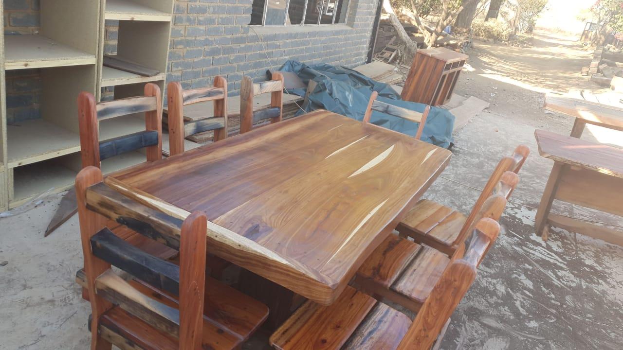 Tafel met 8 stoele