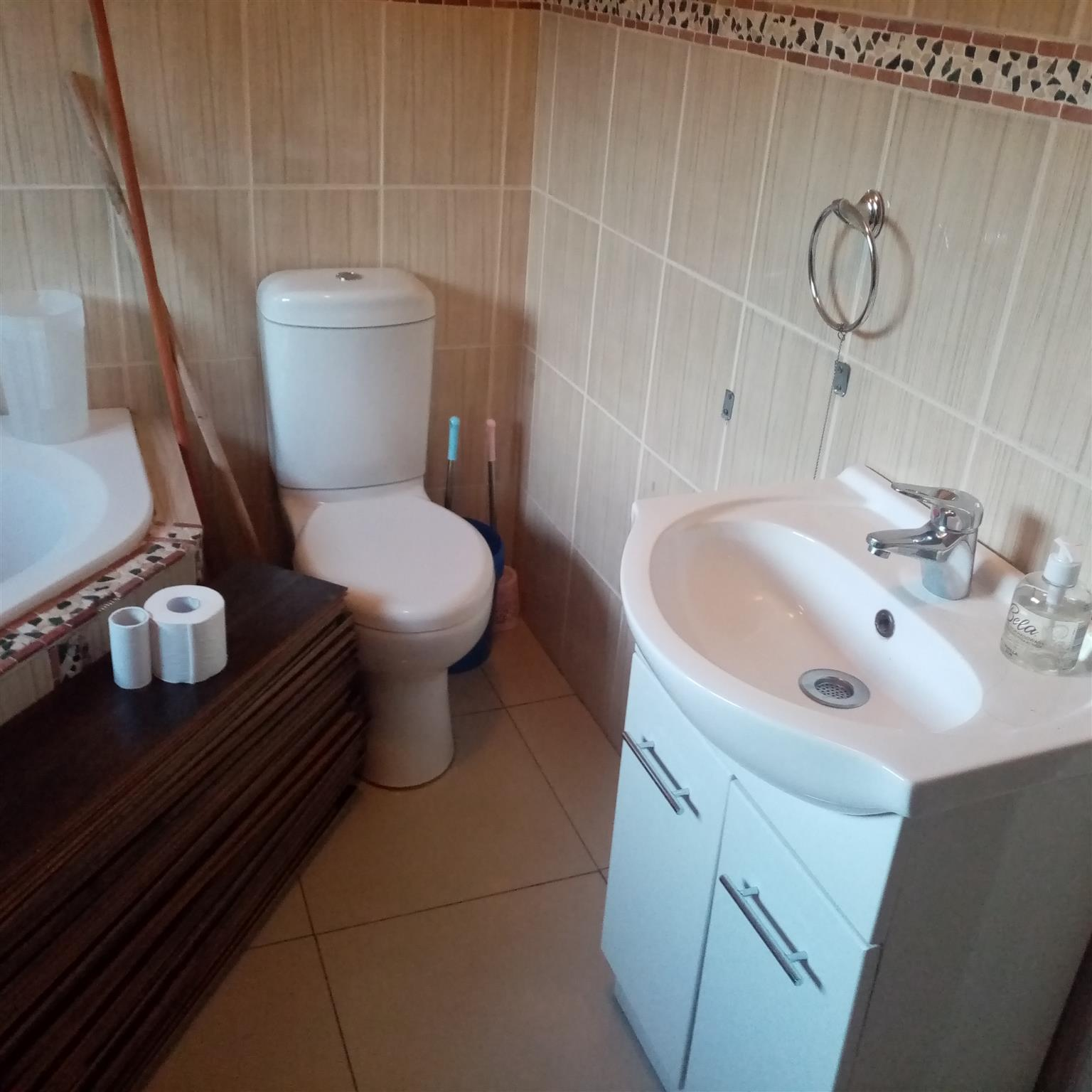 BACHELOR PAD TO LET IN PINETOWN
