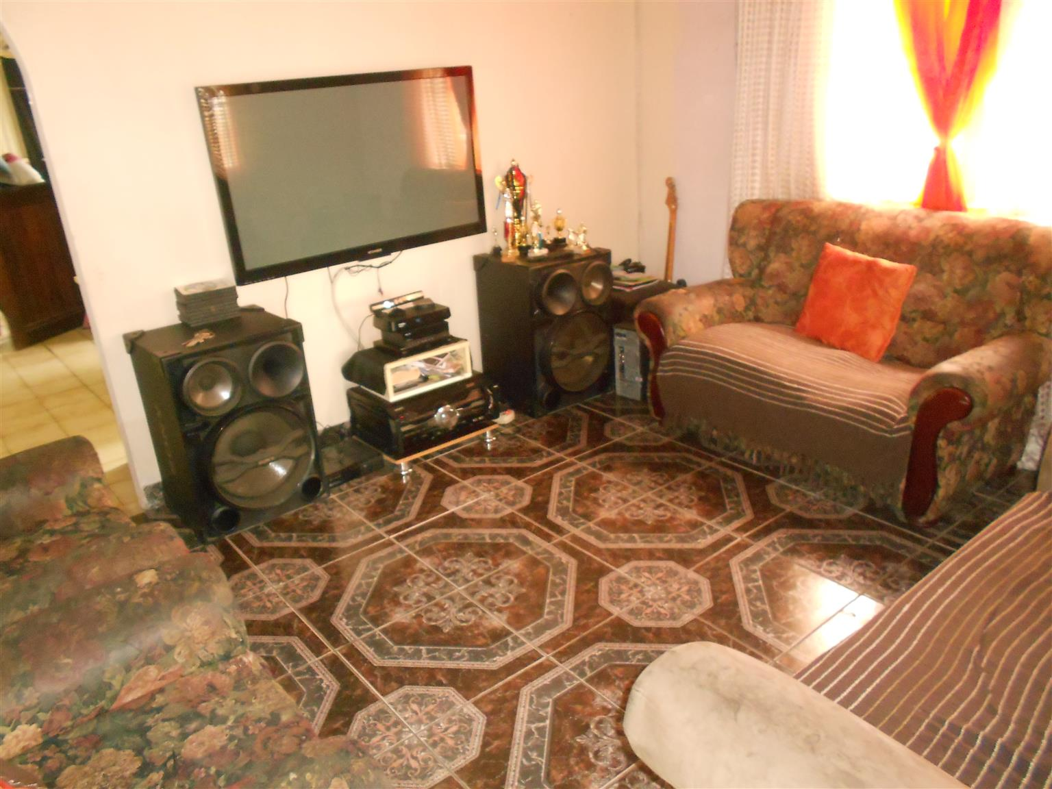 Comfortable and spacious 3 bedroom home in Westham
