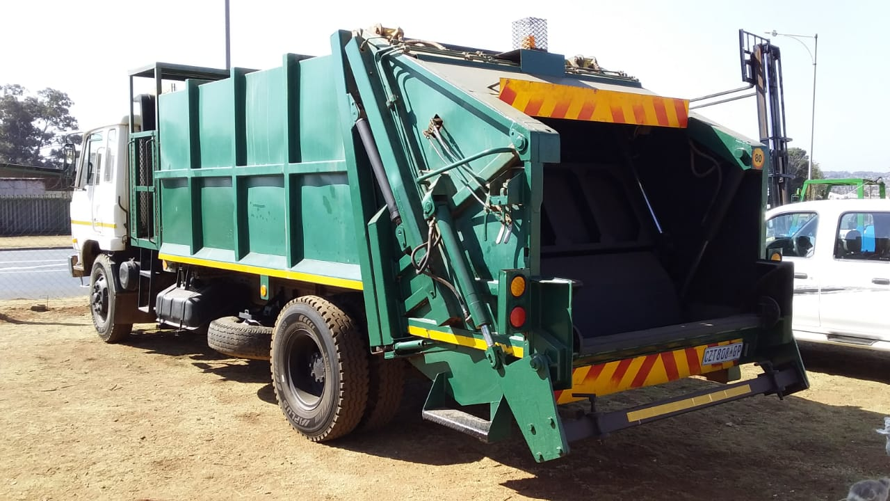 1991 Nissan CM16 Compactor for sale