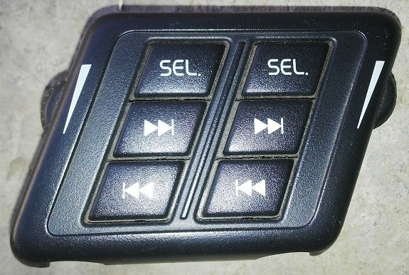 Volvo XC90   REAR LEFT HEADSET VOLUME CONTROL & TRACK CHANGE SWITCH  (P.no 30739243)   2004 to 2012
