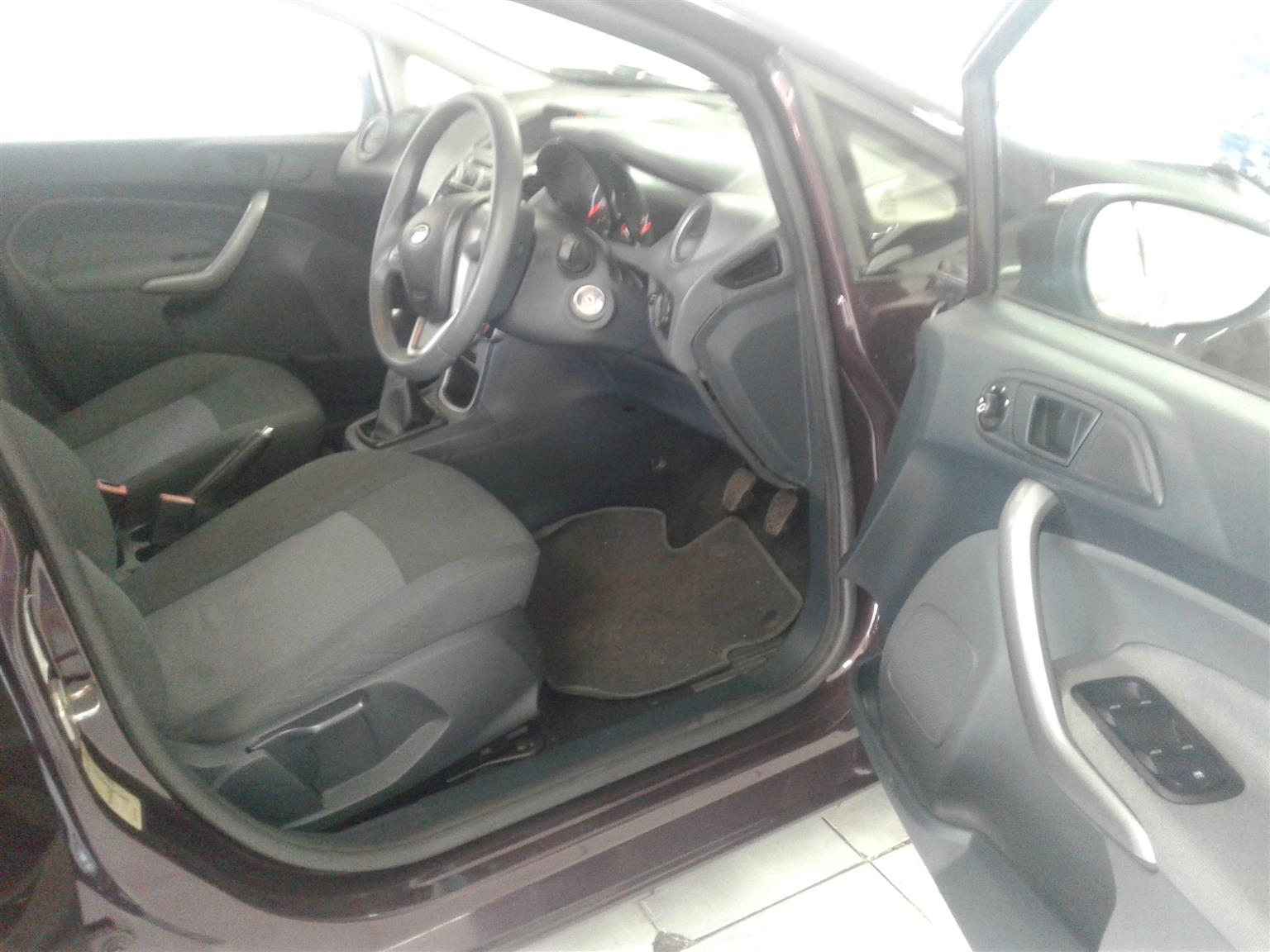 2010 Ford Fiesta hatch 5-door FIESTA 1.6i AMBIENTE 5Dr