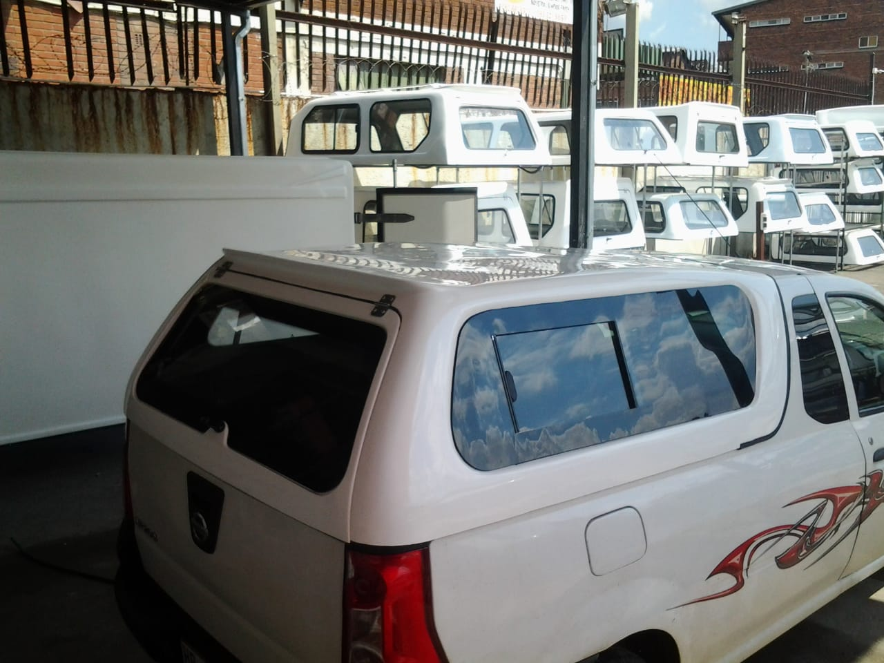 NISSAN NP200 LOW- LINER BAKKIE BRAND NEW GC GALAXY CANOPY FOR SALE !!