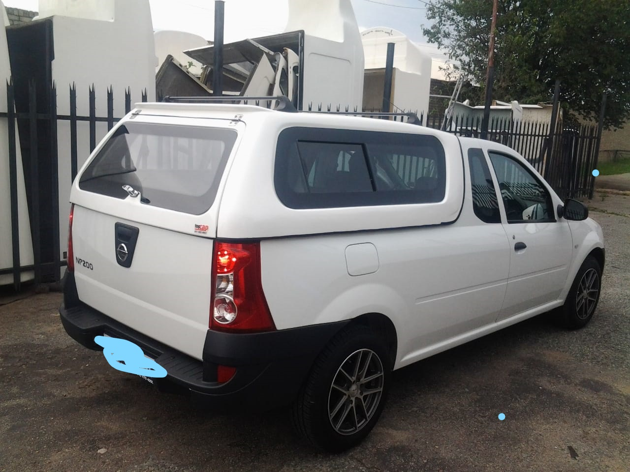 BRAND NEW NISSAN NP200 STANDARD BAKKIE CANOPY WITH BONDED WINDOWS FOR SALE!!!!