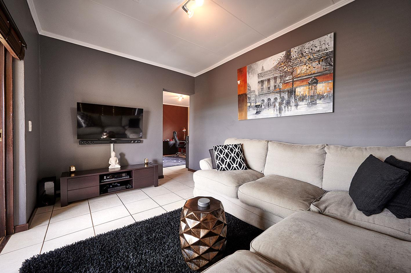 Apartment For Sale in Sunninghill