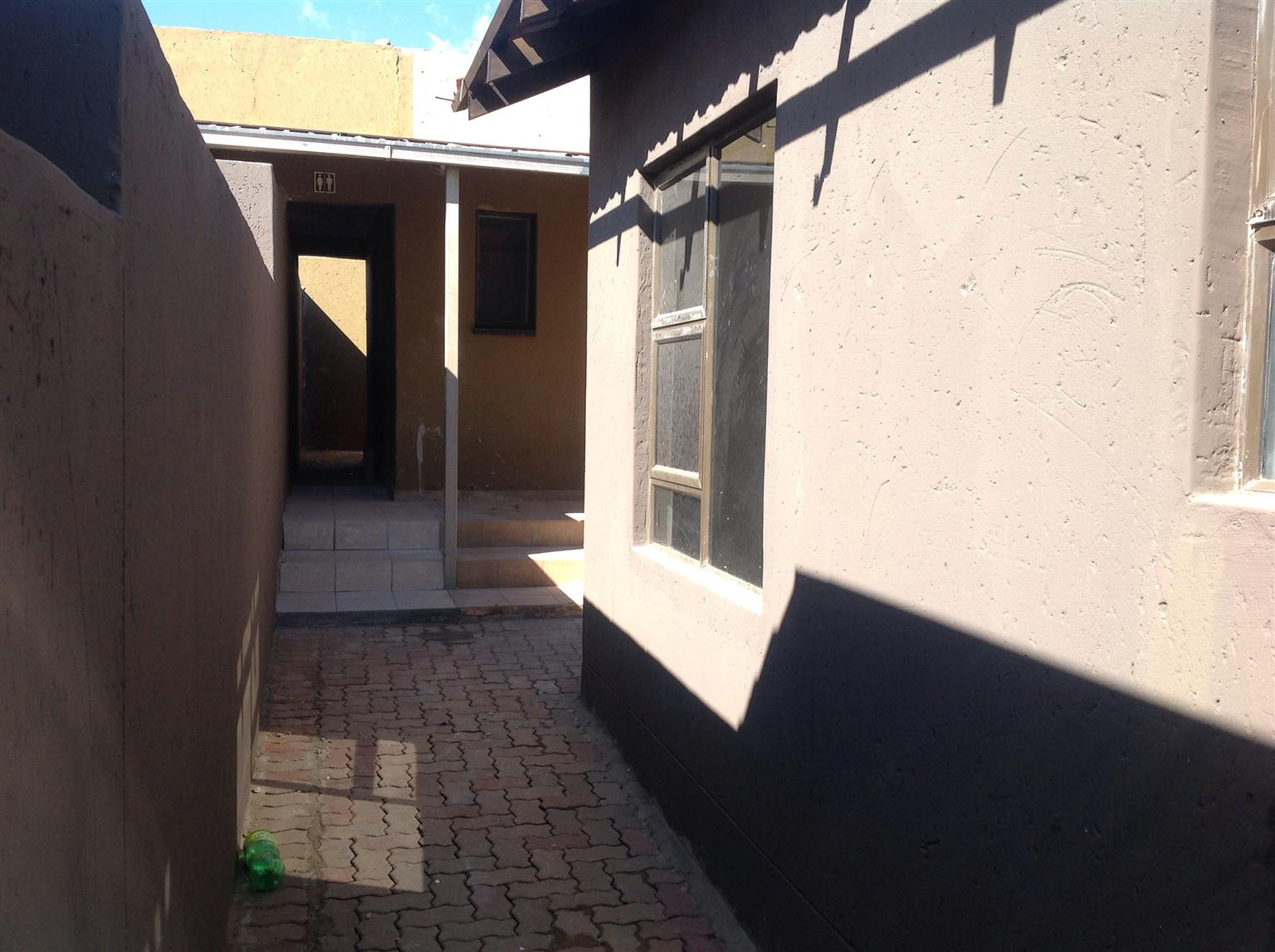 New empty Beautiful 3 bedrooms with outside rooms for sale Emndeni Extn Soweto