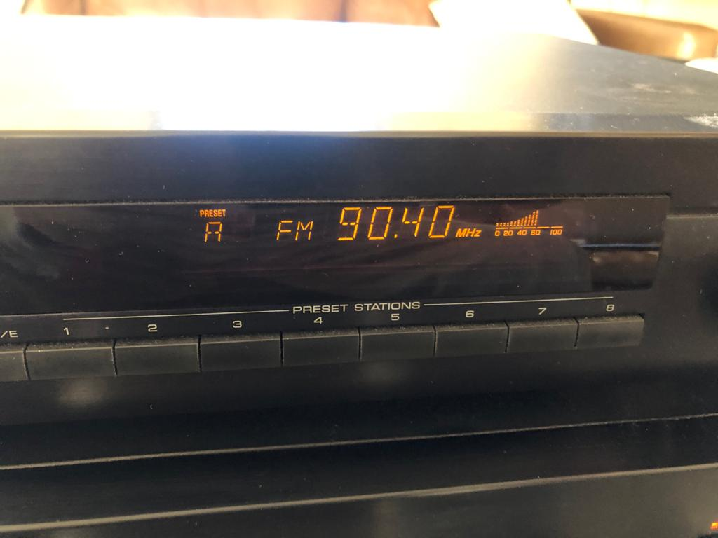 YamahaTX-480Digital AM/FM tuner with 40 Presets stations
