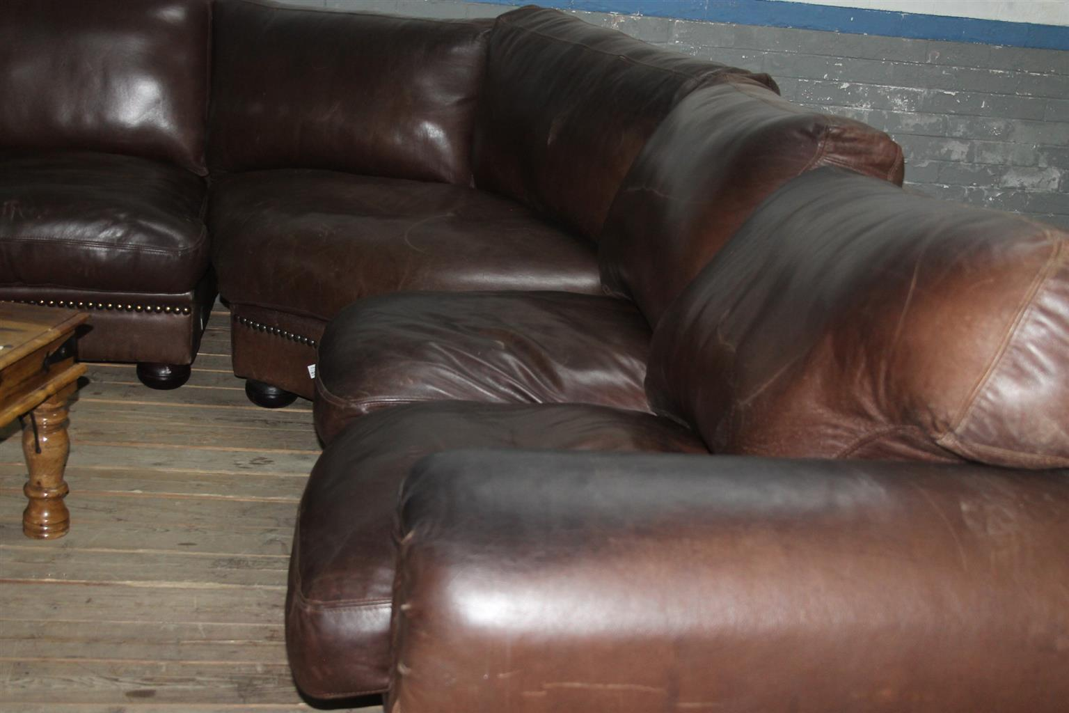 Leather L-shaped couch S033839A #Rosettenvillepawnshop
