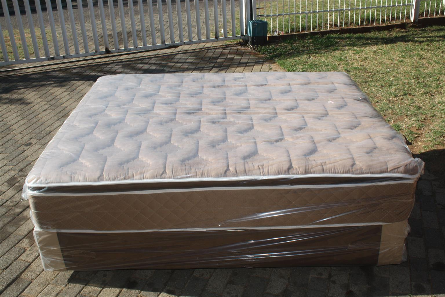New Queen Size Pillowtop Restonic/Edblo/Sleepmasters/Comfy Max/Sealy Beds from R3300